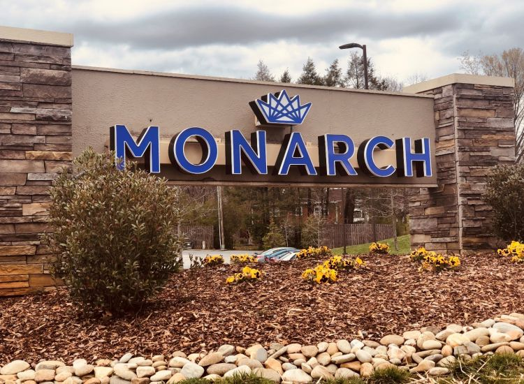 Monarch 815 outside sign view