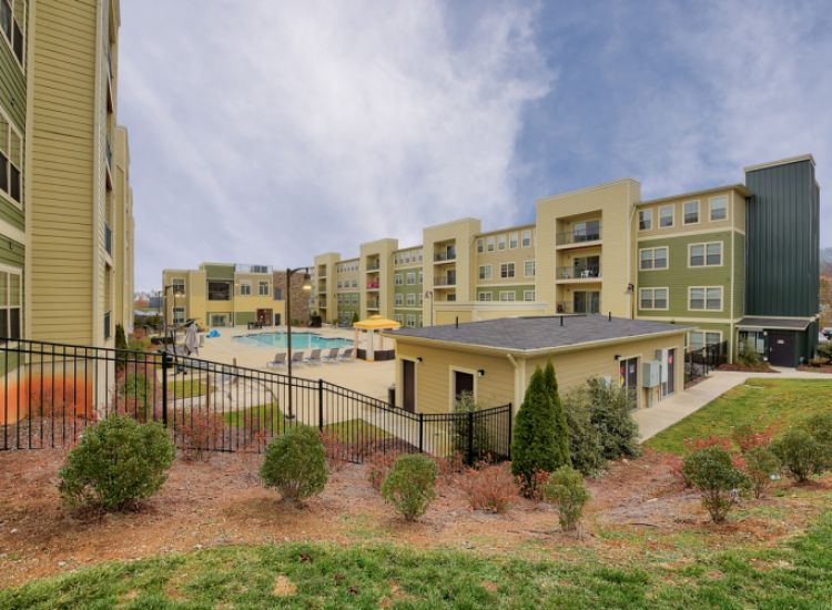 monarch-815---per-bed-leases-johnson-city-tn-building-photo (18).jpg